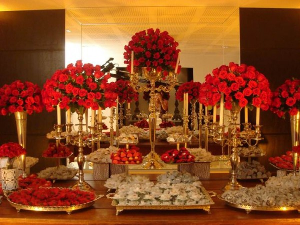 mesa em vermelho