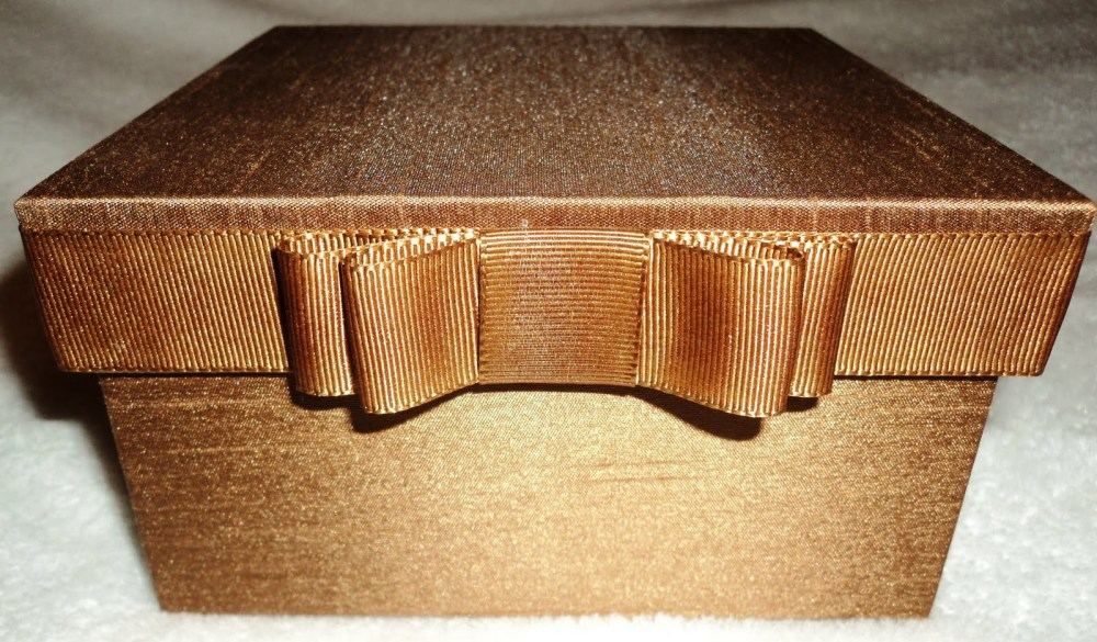 caixa dourada tope