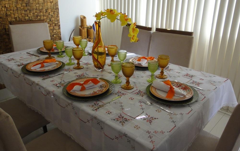mesa em verde e palha