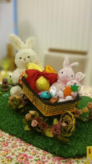 arranjo de pascoa com coelhos