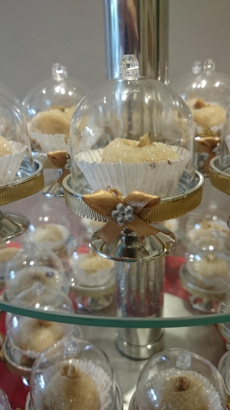 mini cupula com doces de nozes