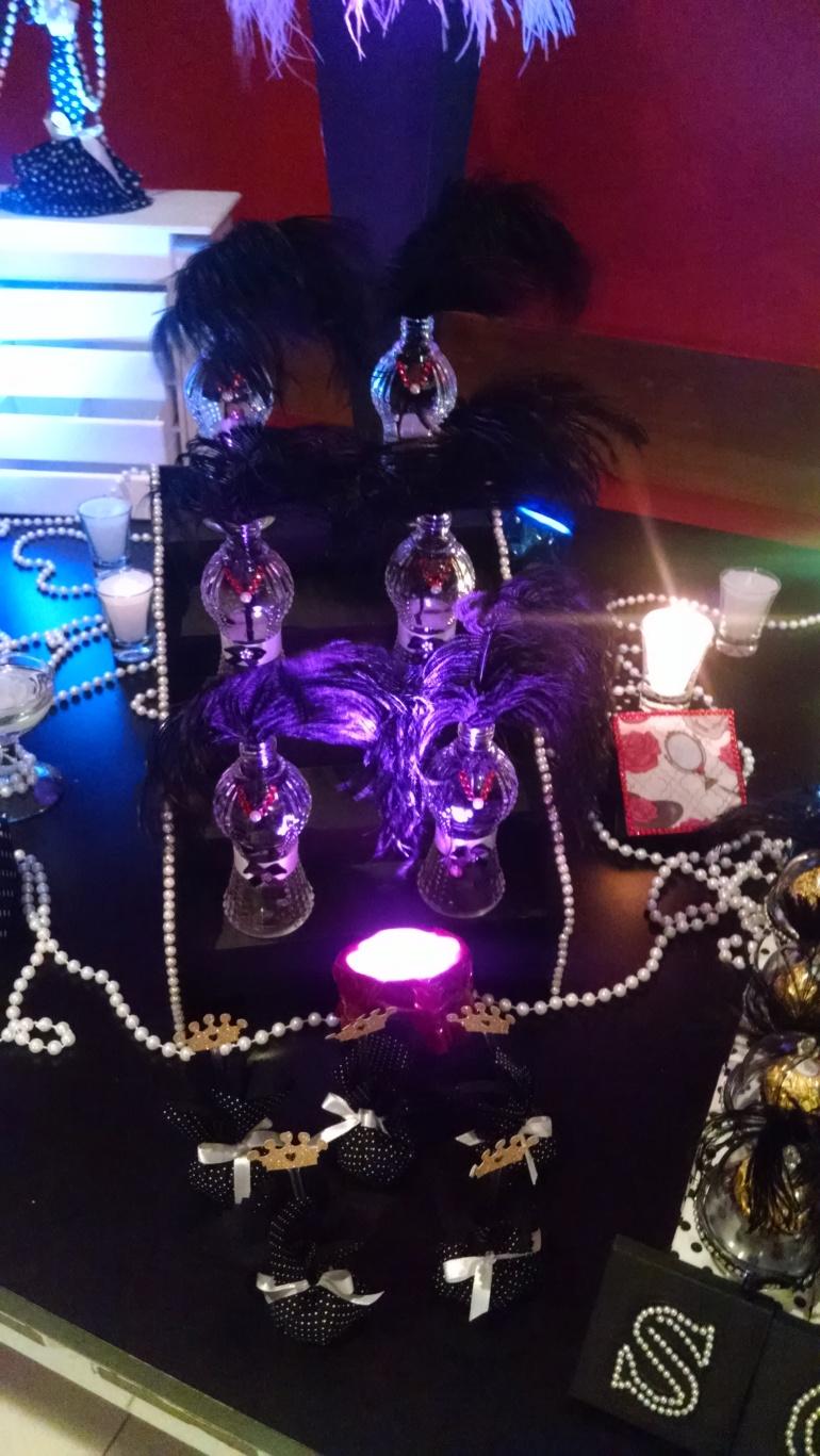 vidros de perfume como dançarinas