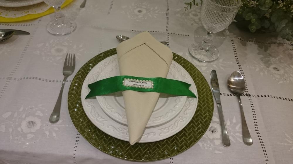 mesa verde com fitas